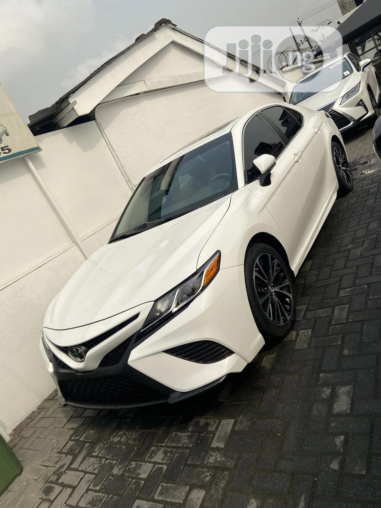 Archive: Toyota Camry 2019 SE (2.5L 4cyl 8A) White