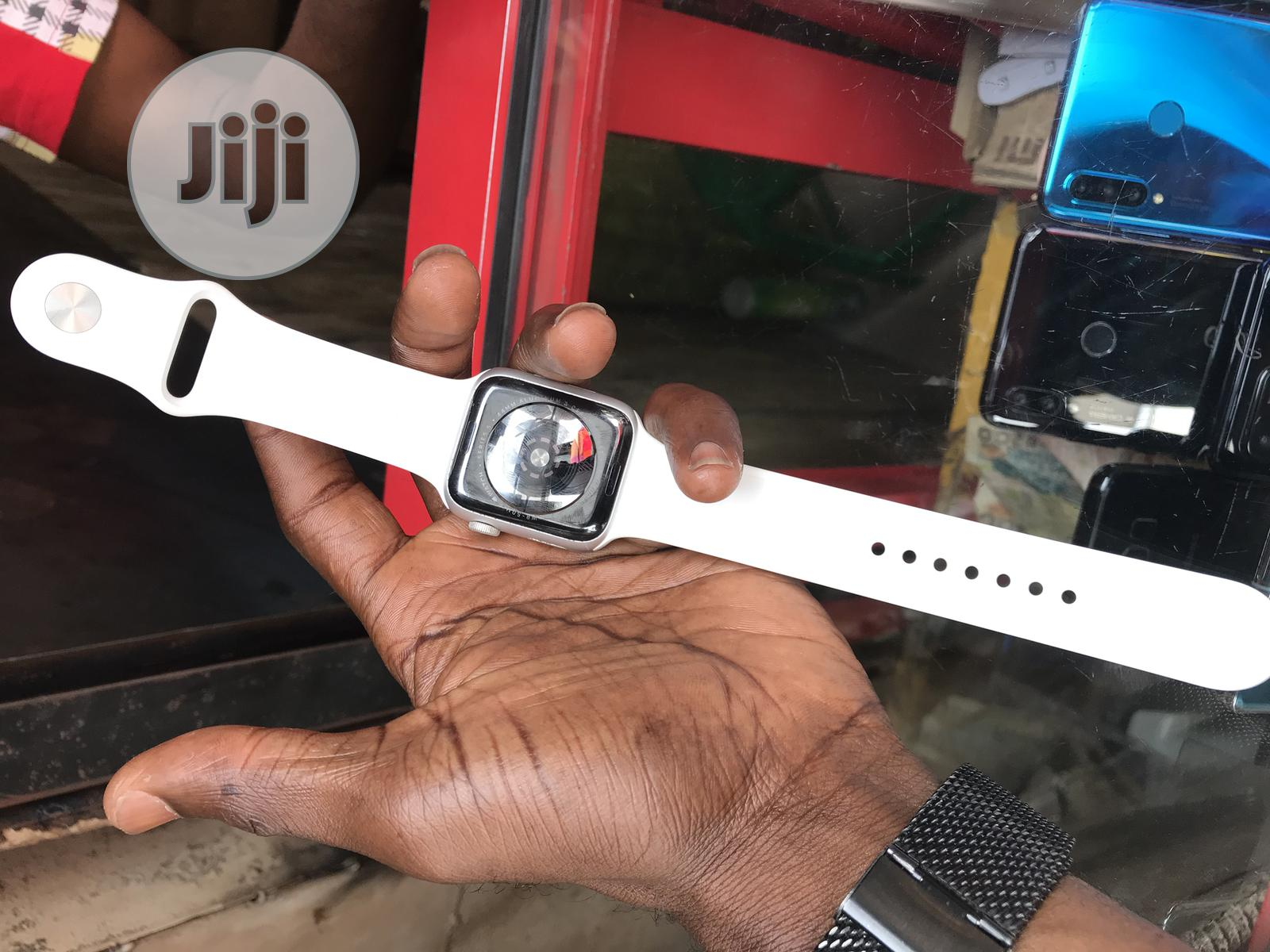 Apple Watch Series 5 44mm For Sale. | Smart Watches & Trackers for sale in Ikeja, Lagos State, Nigeria