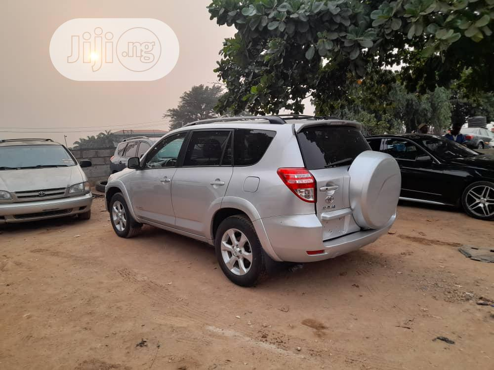 Toyota RAV4 2011 3.5 Limited 4x4 Silver | Cars for sale in Magodo, Lagos State, Nigeria