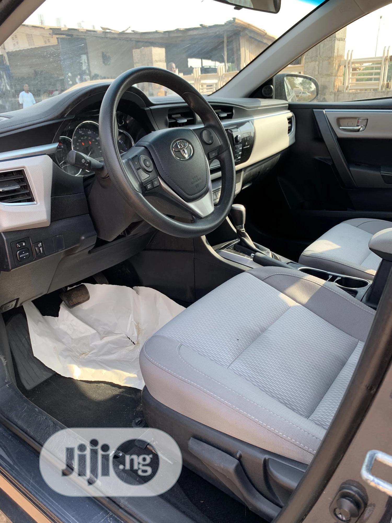 Archive: Toyota Corolla 2016 Gray