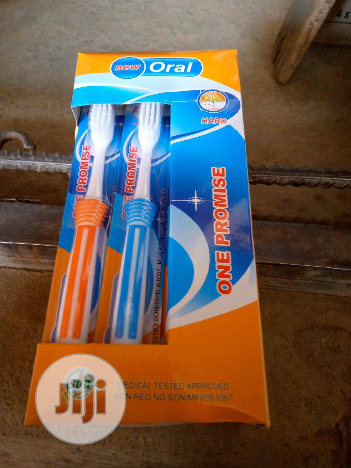 Oral Toothbrush Hard 1 Pack