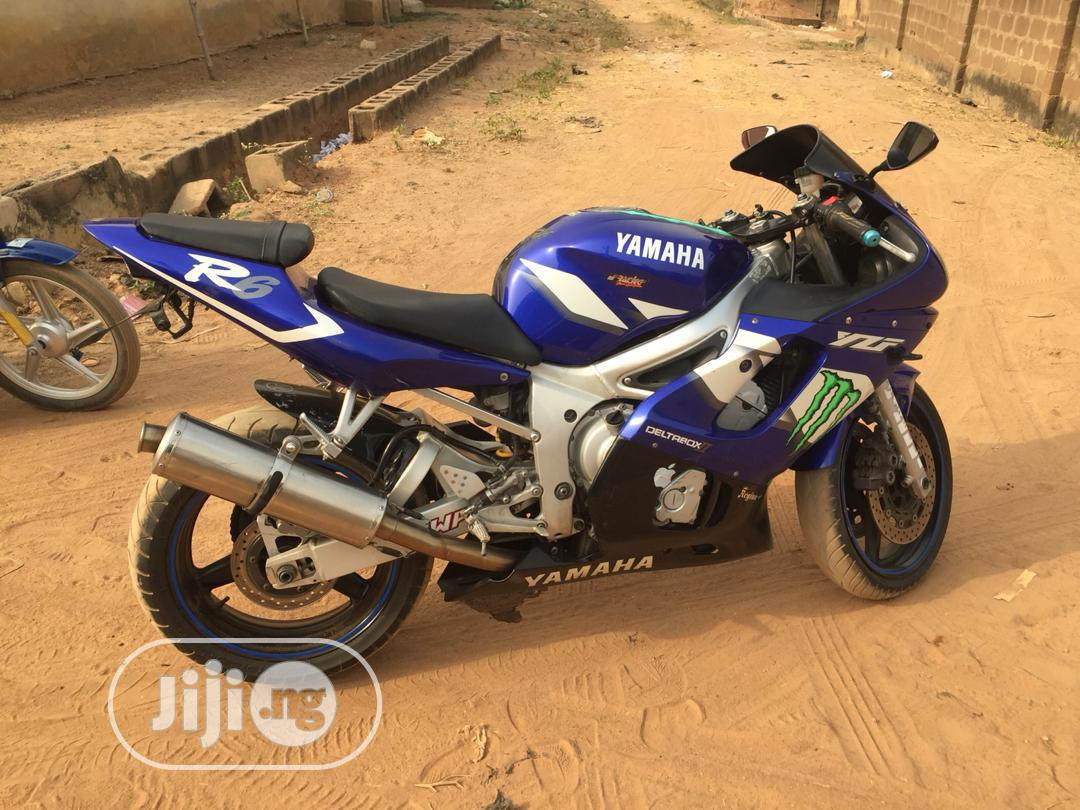 Archive: Yamaha R6 2001 Blue