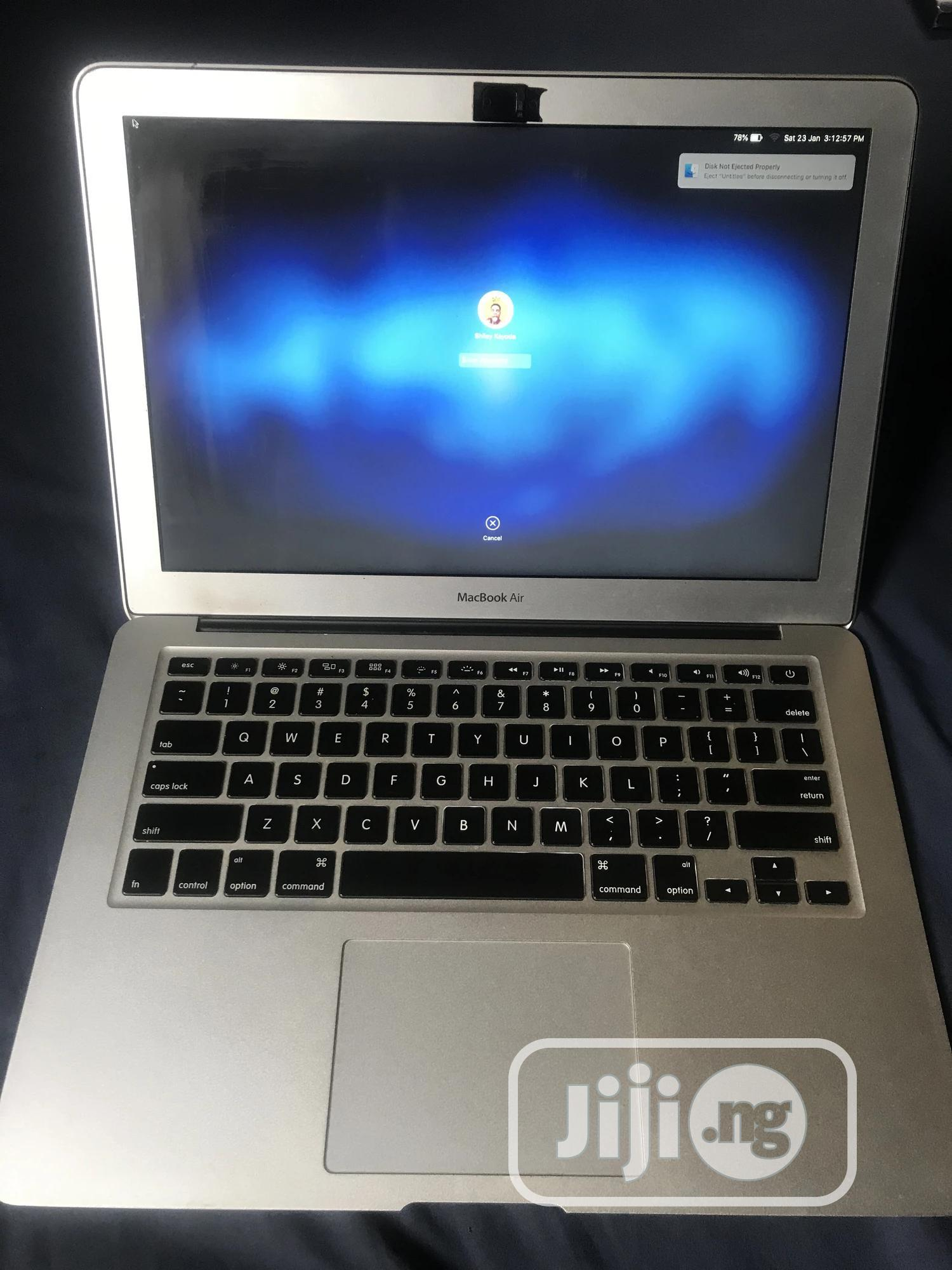 Archive: Laptop Apple MacBook Air 2011 4GB Intel Core I5 HDD 128GB
