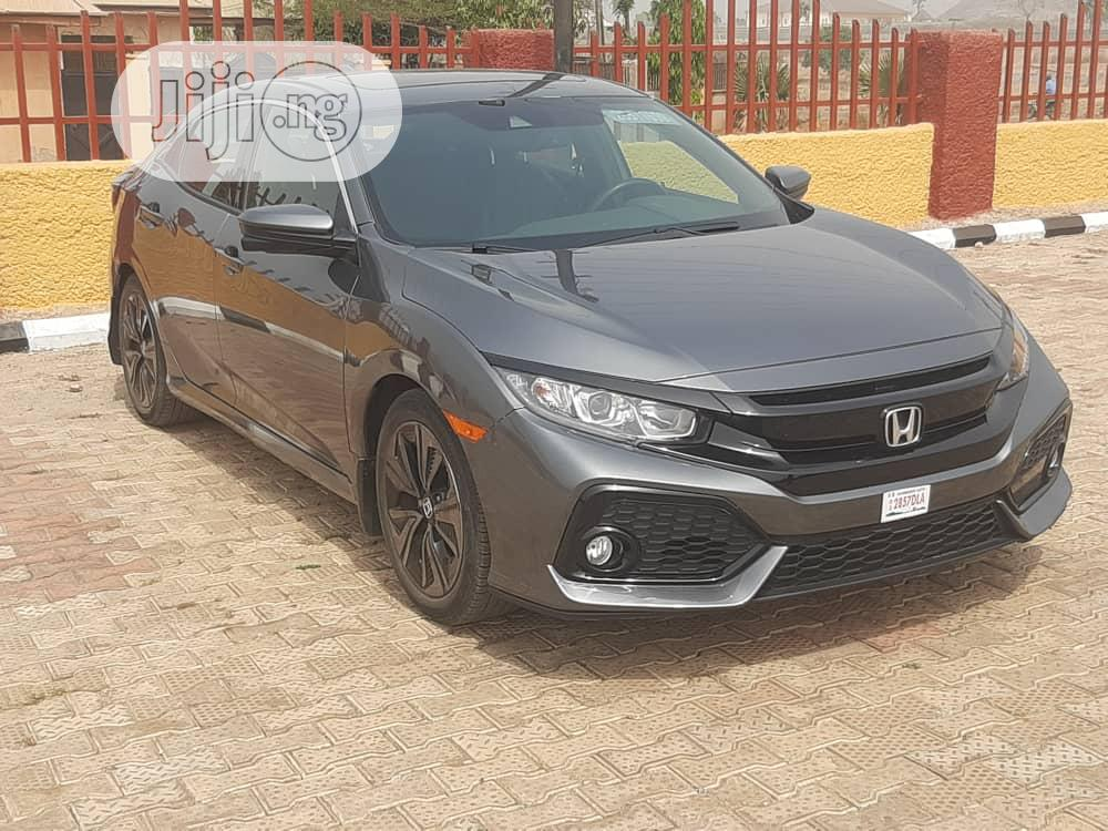 Honda Civic 2018 EX Hatchback Gray