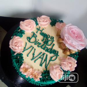 Yummy Vanilla and Chocolate Perfect Size 10 Birthday Cake   Meals & Drinks for sale in Lagos State, Egbe Idimu