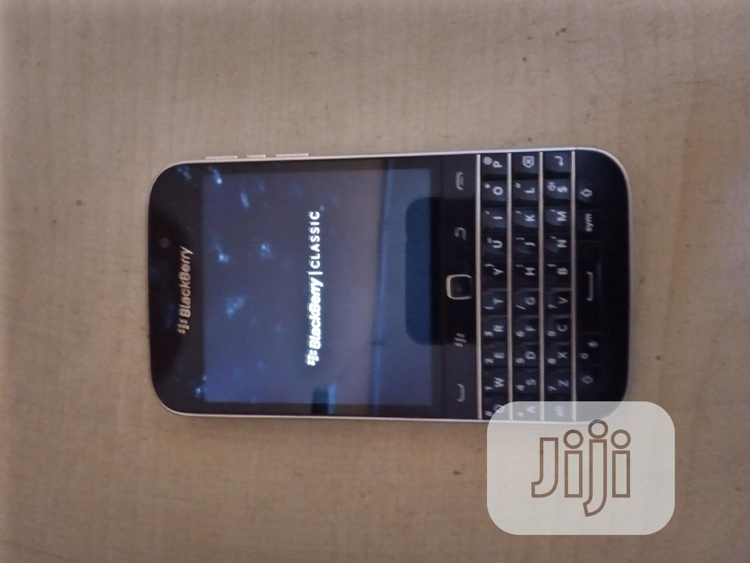 Archive: BlackBerry Classic 16 GB Black