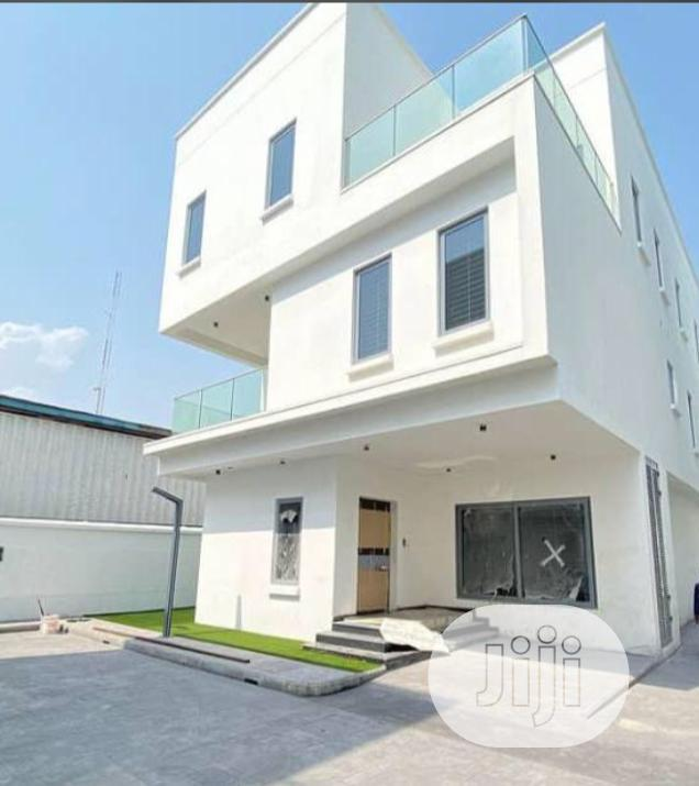 Archive: Fully Detached 5 Bedroom Contemporary House