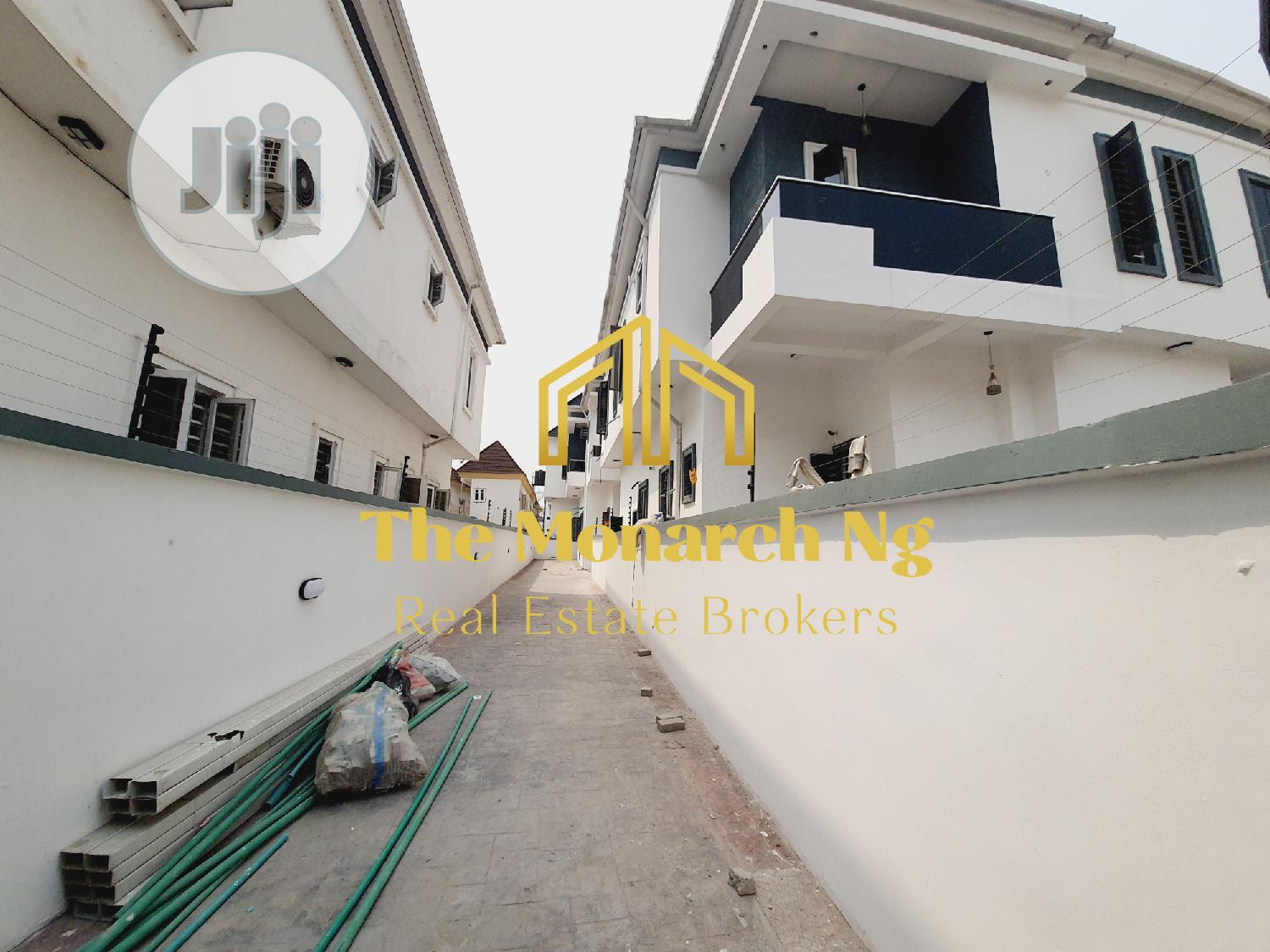 5 Bedrooms Semi-Detached Duplex House and Apartment (Home)