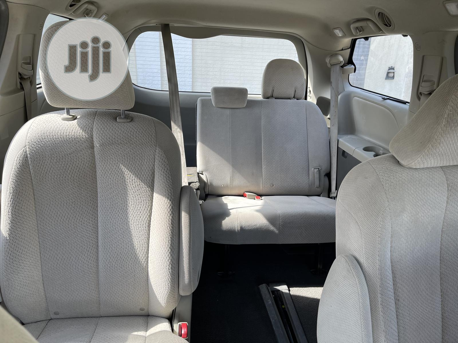 Toyota Sienna 2011 LE 7 Passenger Green | Cars for sale in Central Business Dis, Abuja (FCT) State, Nigeria