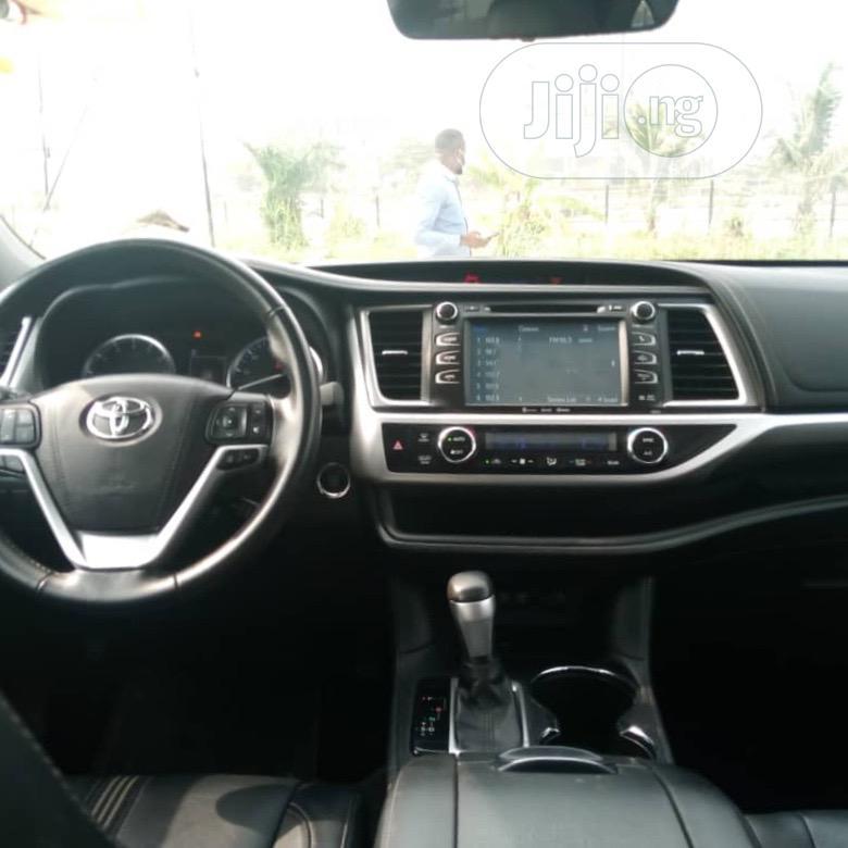 Toyota Highlander 2017 SE 4x4 V6 (3.5L 6cyl 8A) White   Cars for sale in Lekki, Lagos State, Nigeria