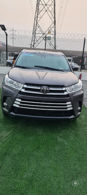 Toyota Highlander 2019 XLE Gray