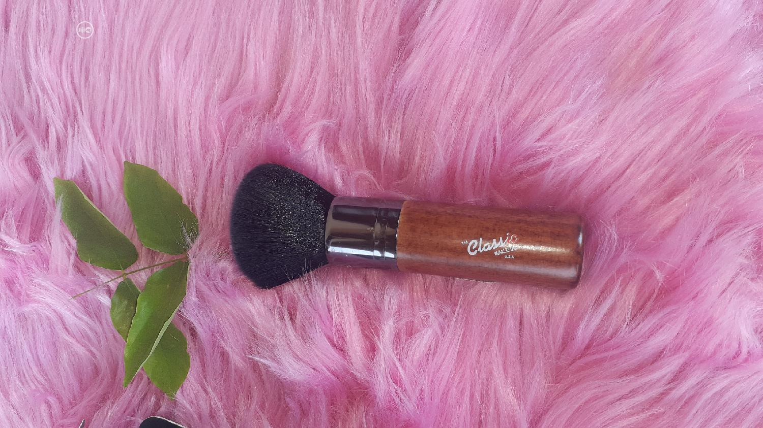 Archive: Classic Make Up USA Deluxe Powder Brush
