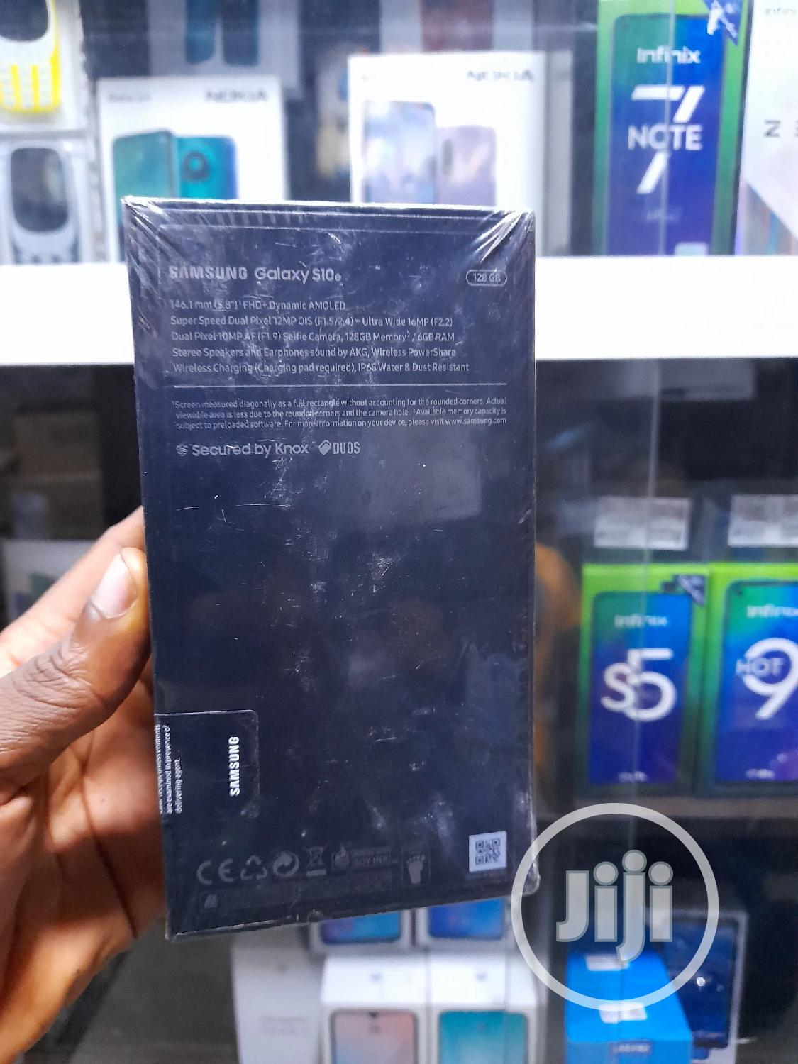 New Samsung Galaxy S10e 128 GB White