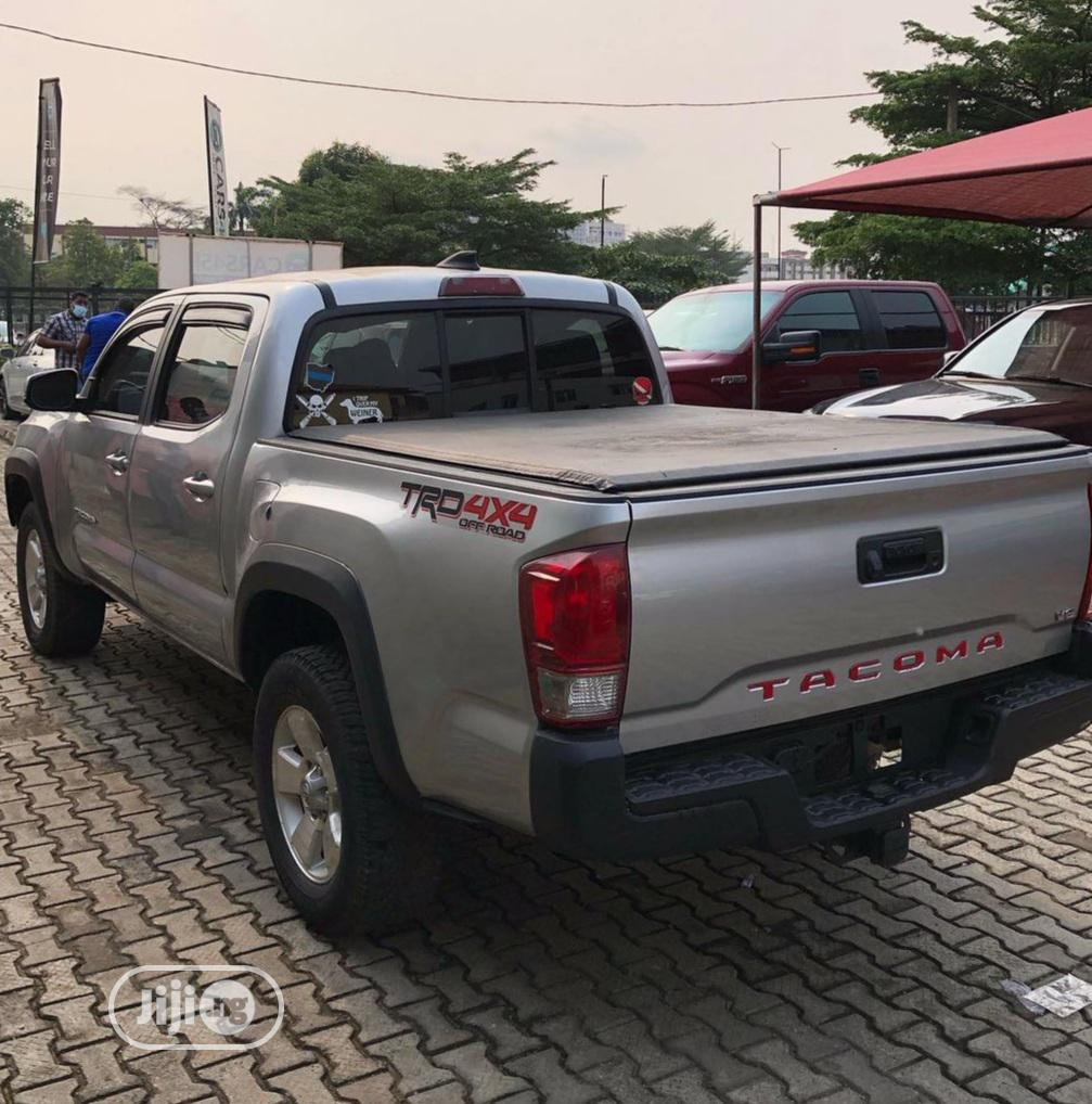 Toyota Tacoma 2016 4dr Double Cab Gray | Cars for sale in Magodo, Lagos State, Nigeria