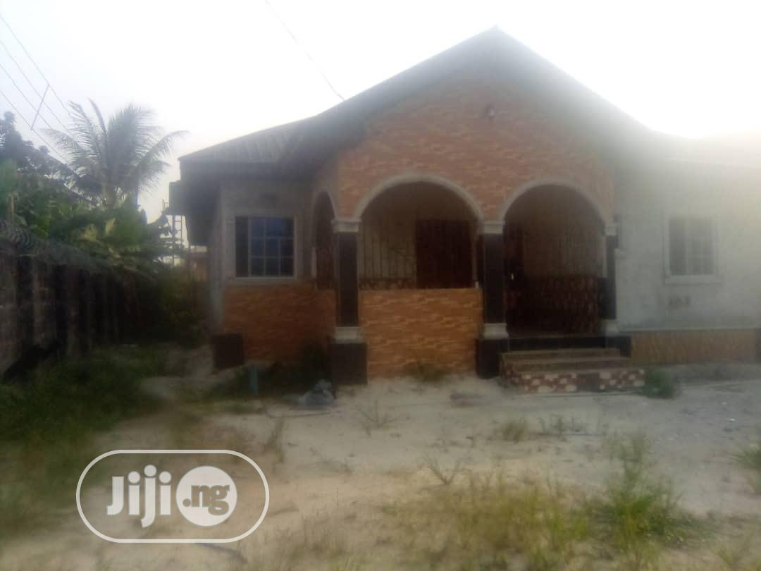 3 Bedrooms Bungalow at Iwre Ovie Ughelli for Sale.