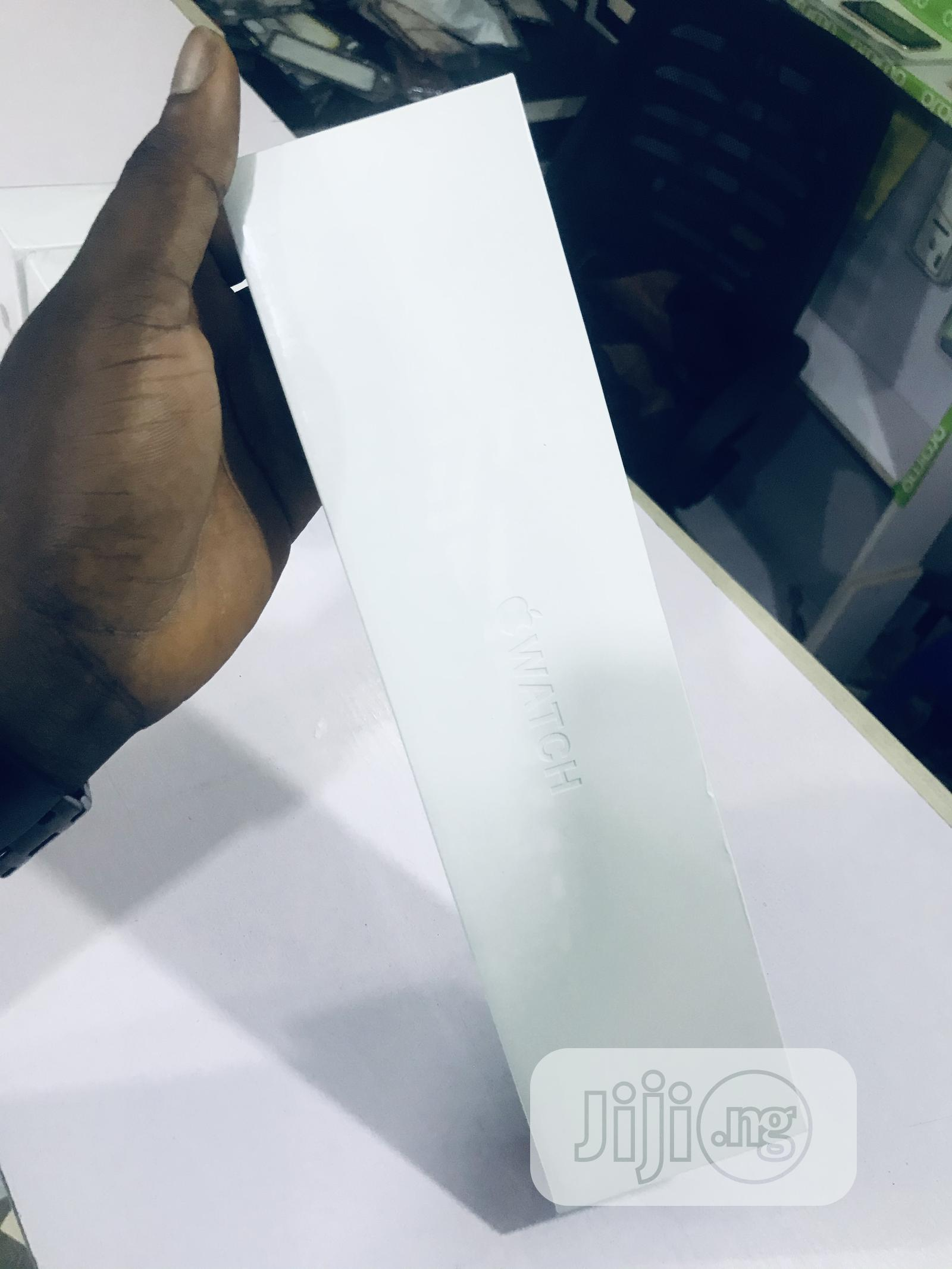 Apple Series 6 Watch 40mm | Smart Watches & Trackers for sale in Benin City, Edo State, Nigeria