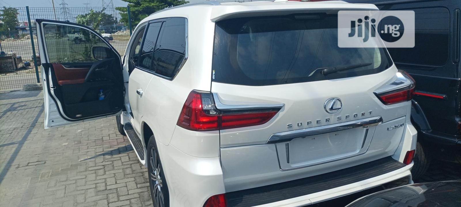 Archive: Lexus LX 2018 White