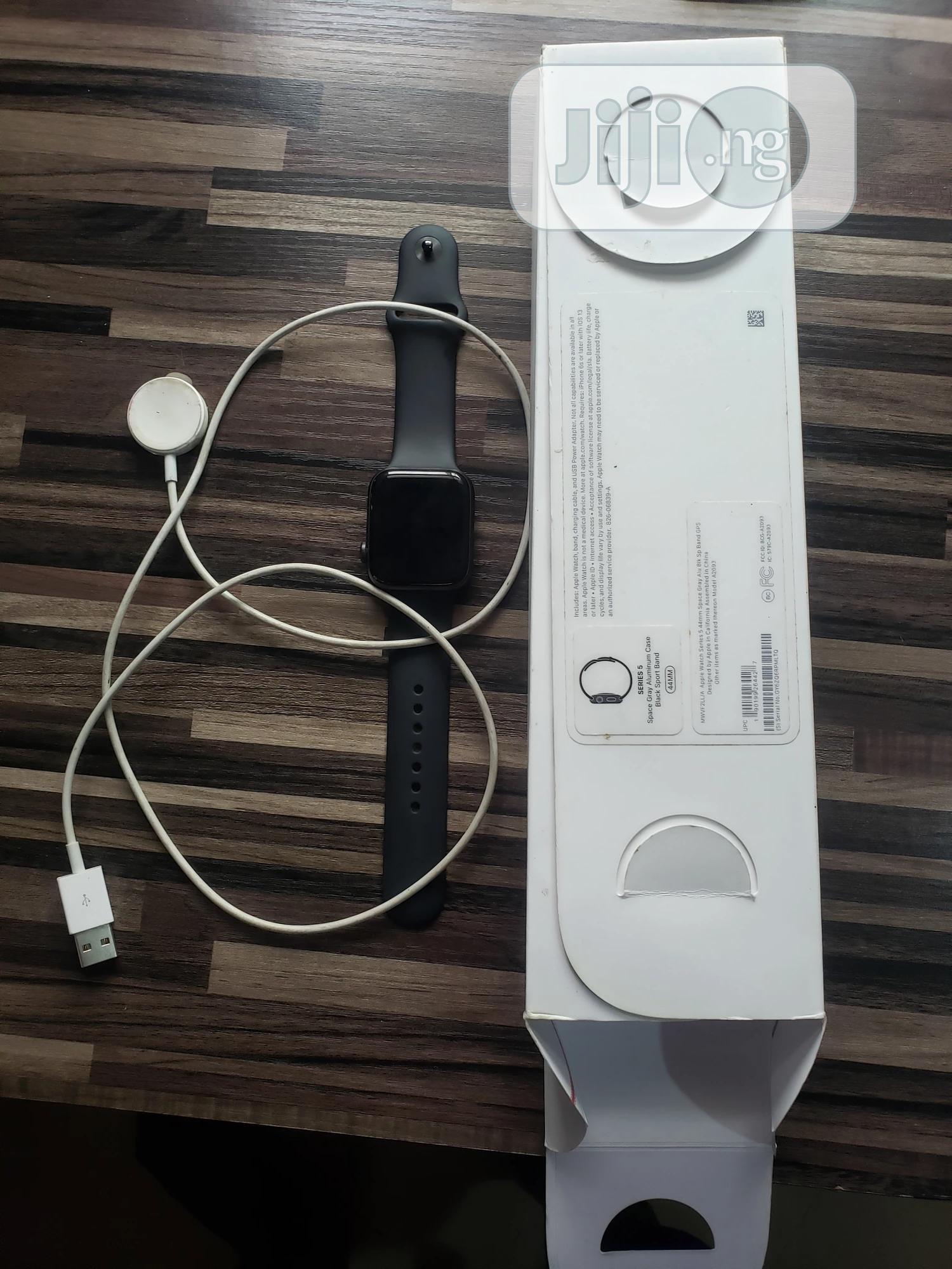 Apple Series 5 44mm