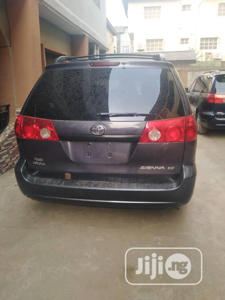 Toyota Sienna 2005 XLE Purple   Cars for sale in Surulere, Lagos State, Nigeria