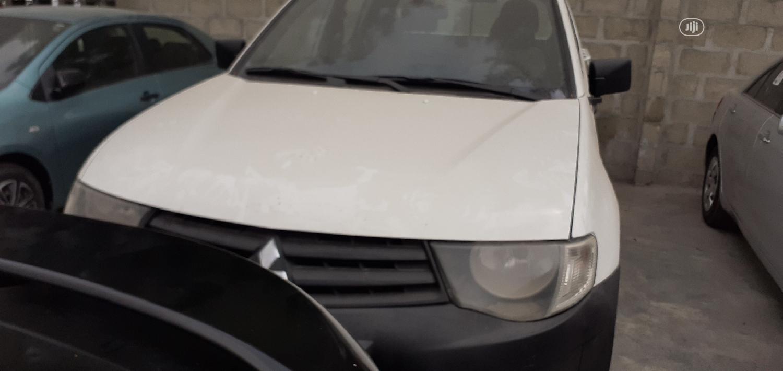 Mitsubishi L200 2012 White