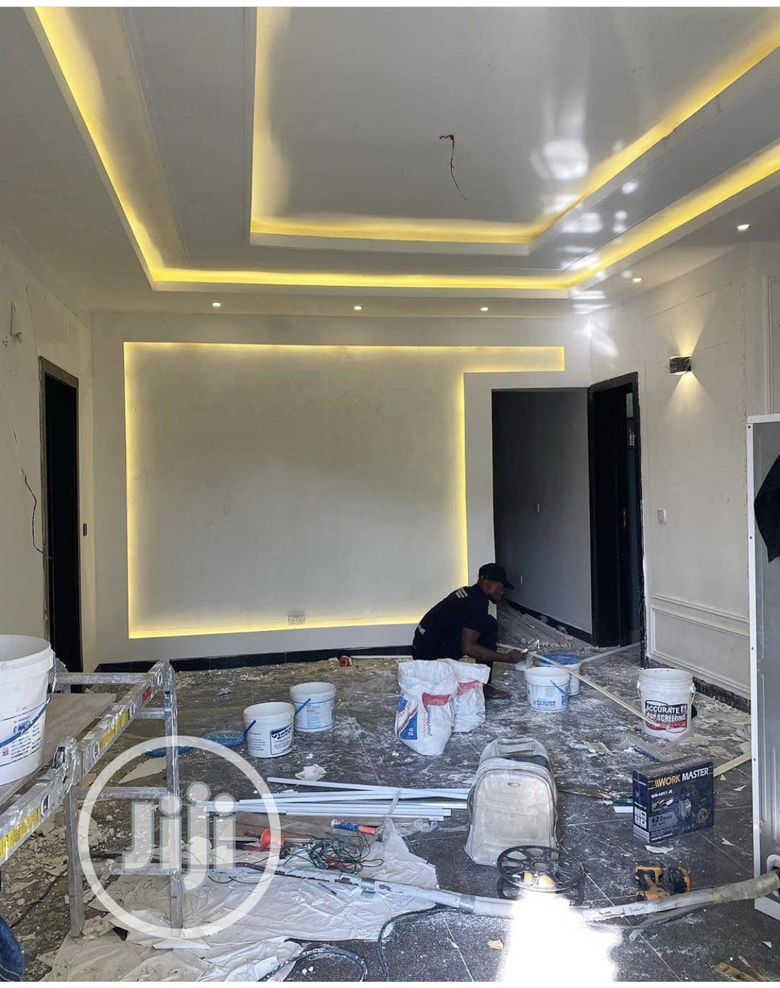 POP Designs  TV Wall Design   Screeding   Painting   Building & Trades Services for sale in Lugbe District, Abuja (FCT) State, Nigeria