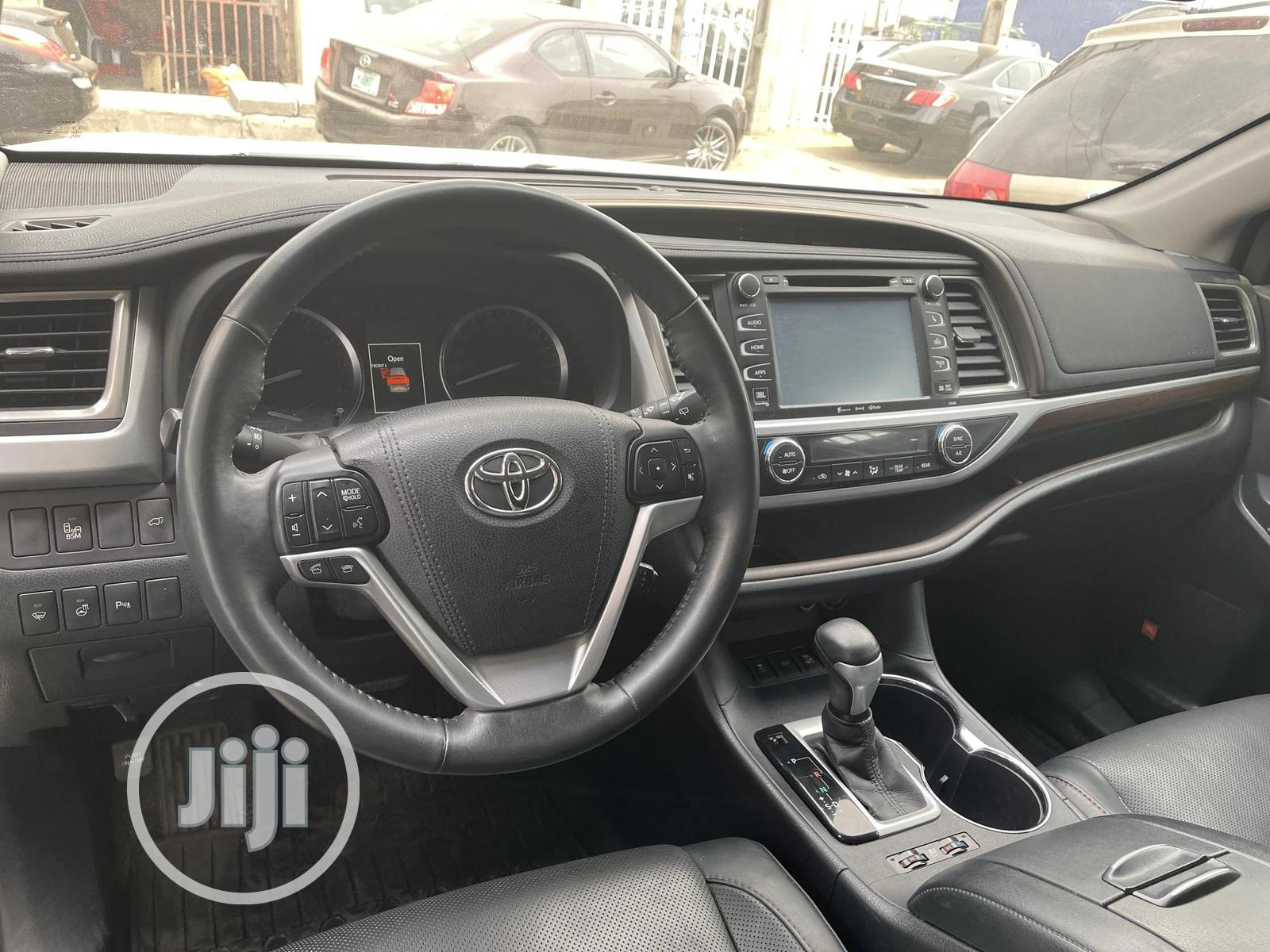 Toyota Highlander 2017 White   Cars for sale in Surulere, Lagos State, Nigeria