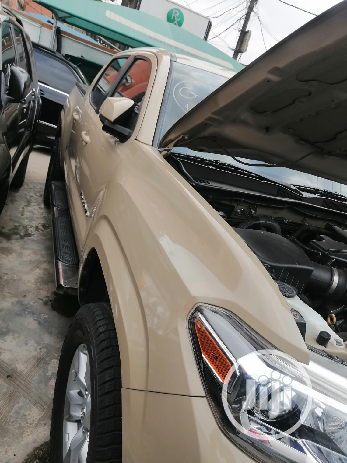Toyota Tacoma 2016 4dr Double Cab Beige | Cars for sale in Ikeja, Lagos State, Nigeria
