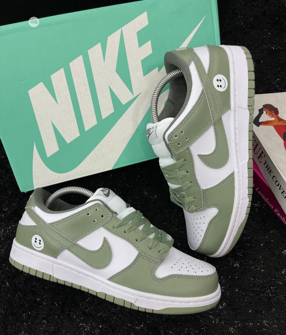 Nike SB Dunk Low Pro    Shoes for sale in Lagos Island (Eko), Lagos State, Nigeria