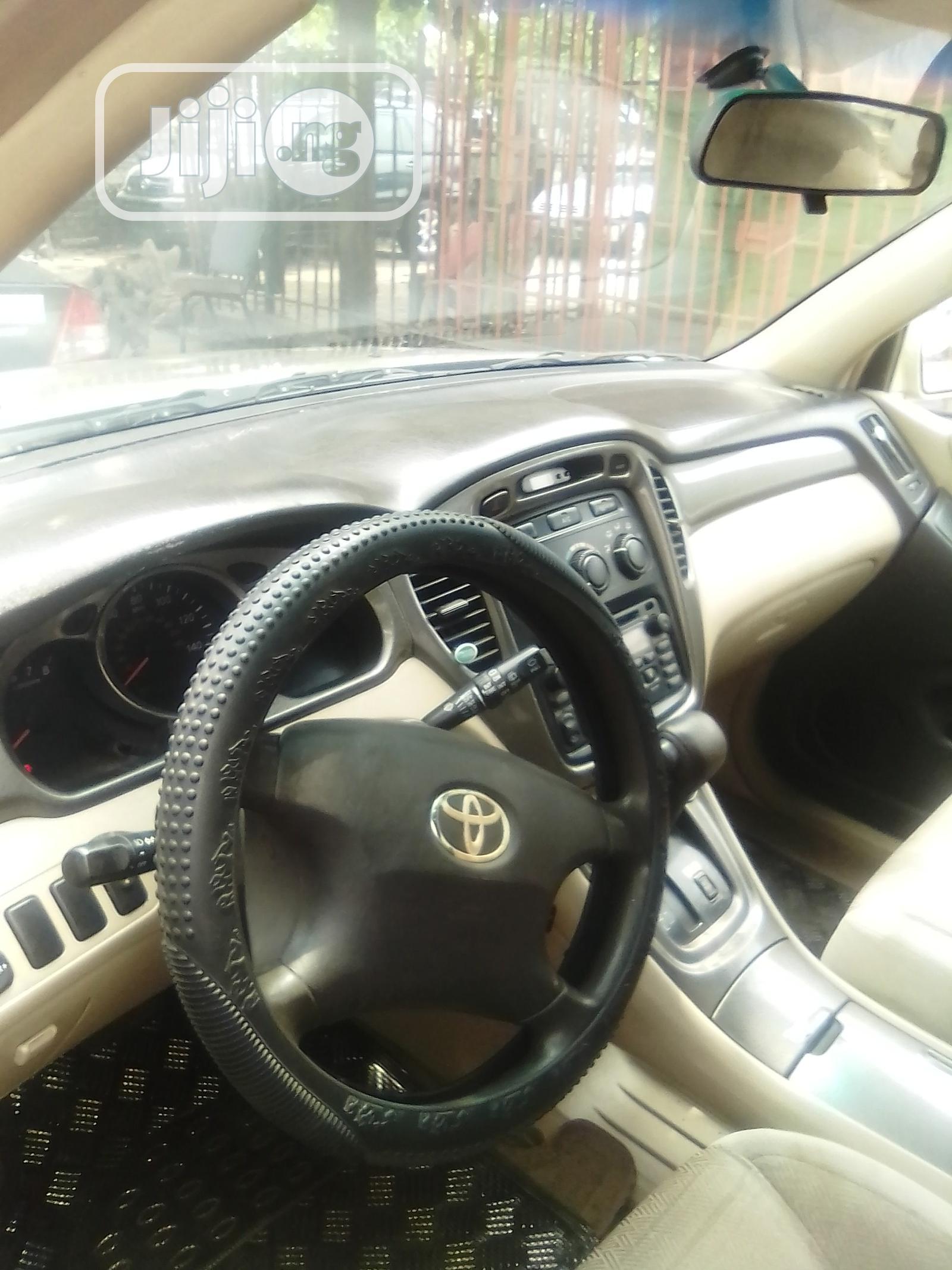 Toyota Highlander 2003 Gold | Cars for sale in Amuwo-Odofin, Lagos State, Nigeria