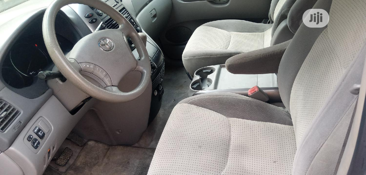 Toyota Sienna 2002 White   Cars for sale in Alimosho, Lagos State, Nigeria