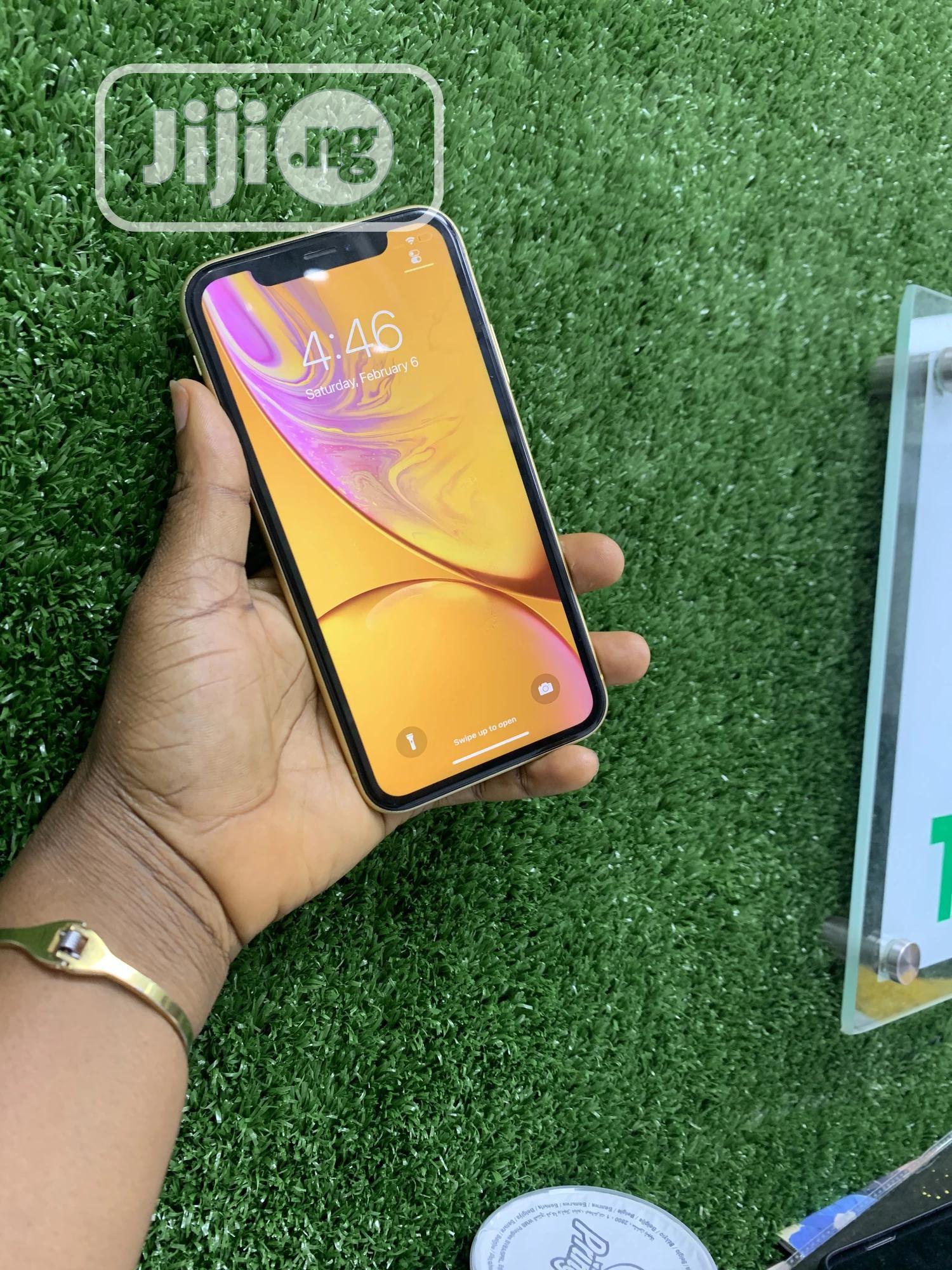 Apple iPhone XR 64 GB Yellow