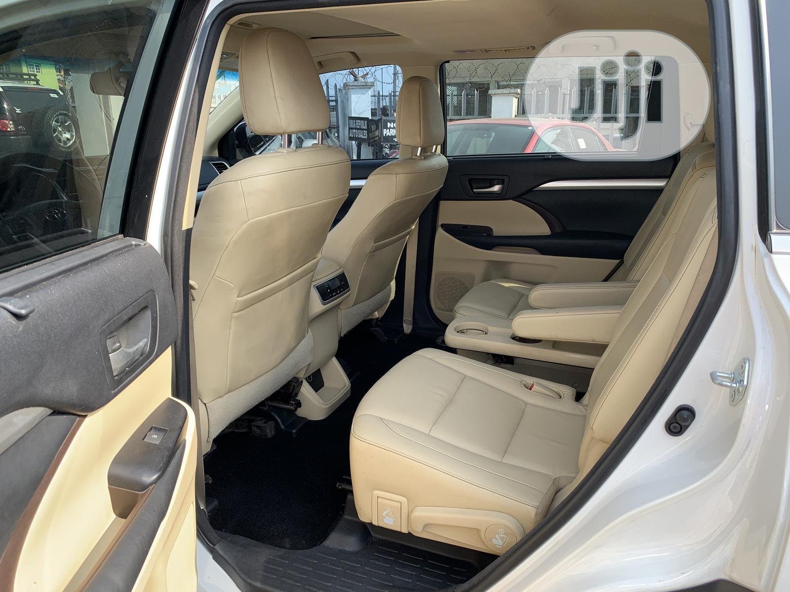 Toyota Highlander 2015 White | Cars for sale in Amuwo-Odofin, Lagos State, Nigeria