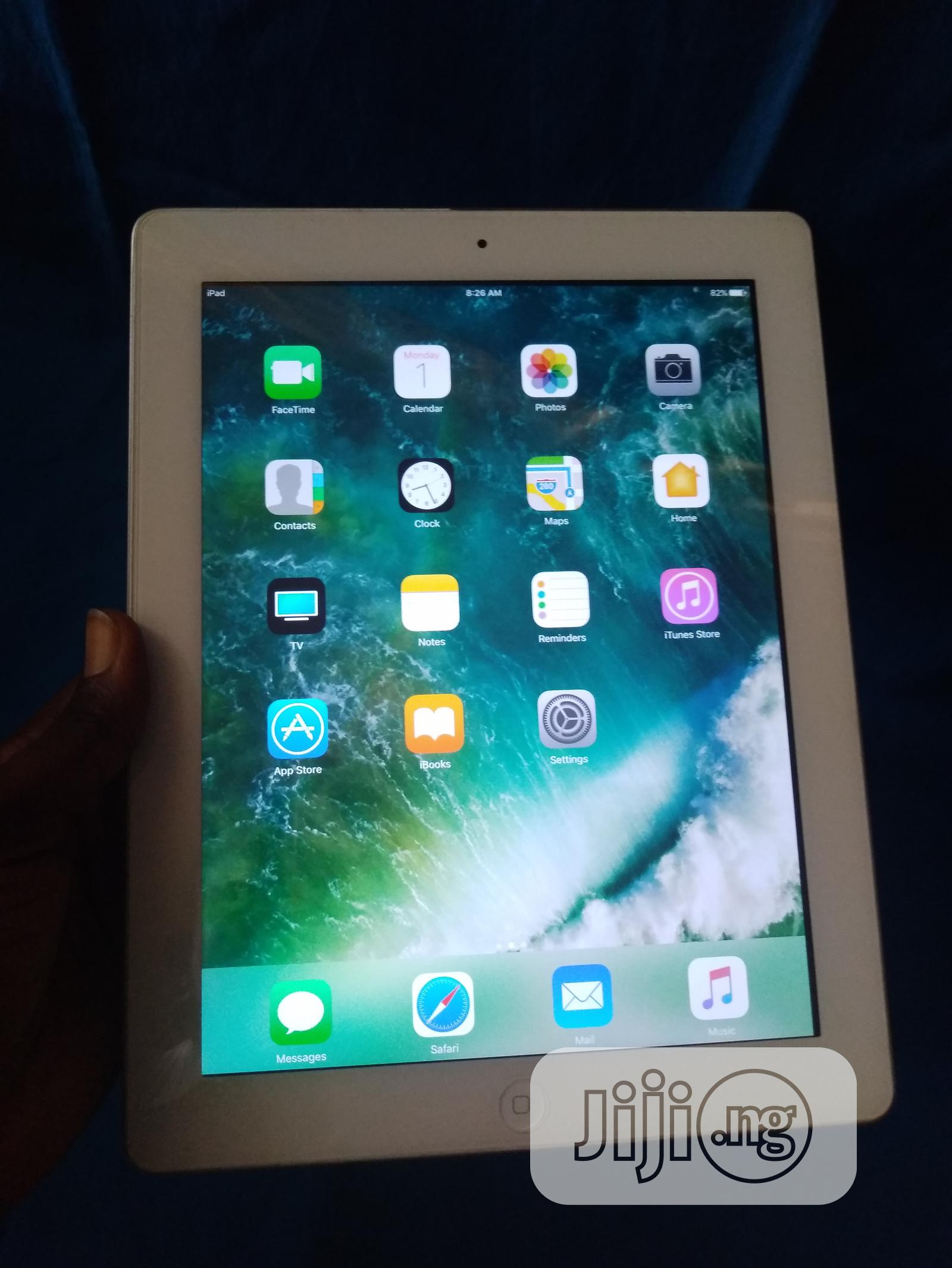 Apple iPad 3 Wi-Fi + Cellular 16 GB Silver