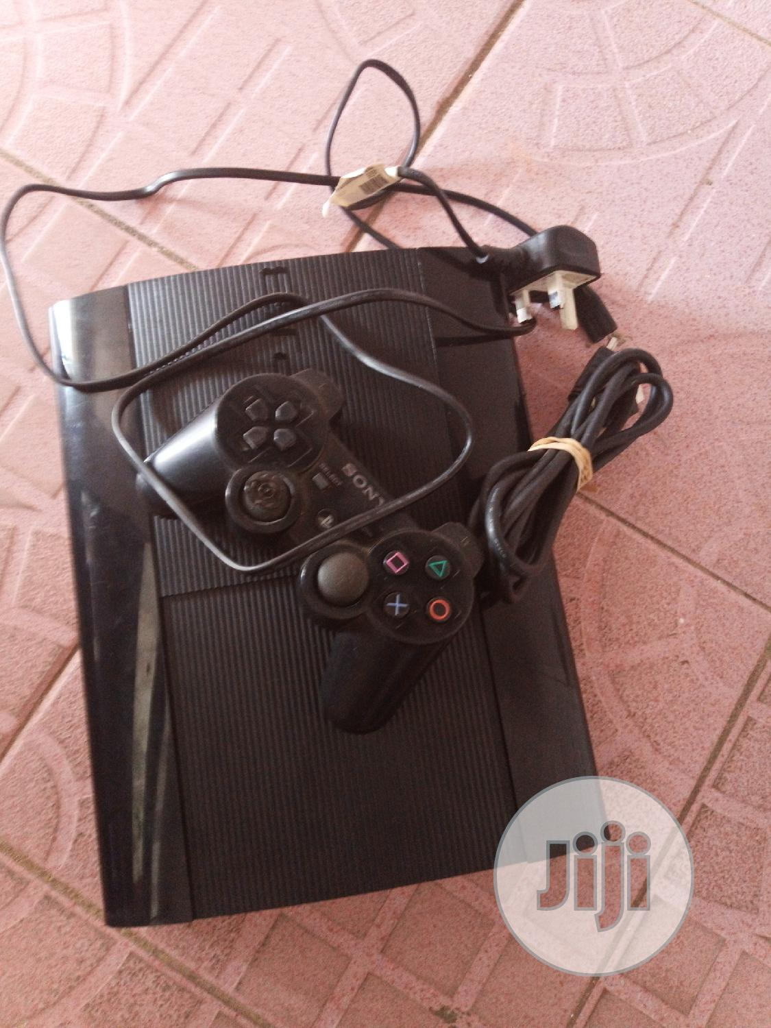 Playstation 3 With Ten Games Install