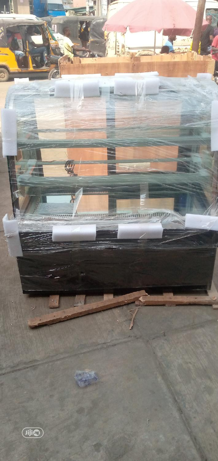 4feet Marble Standing Cake Display Chiller