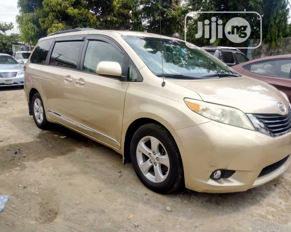 Toyota Sienna 2012 XLE 7 Passenger Gold