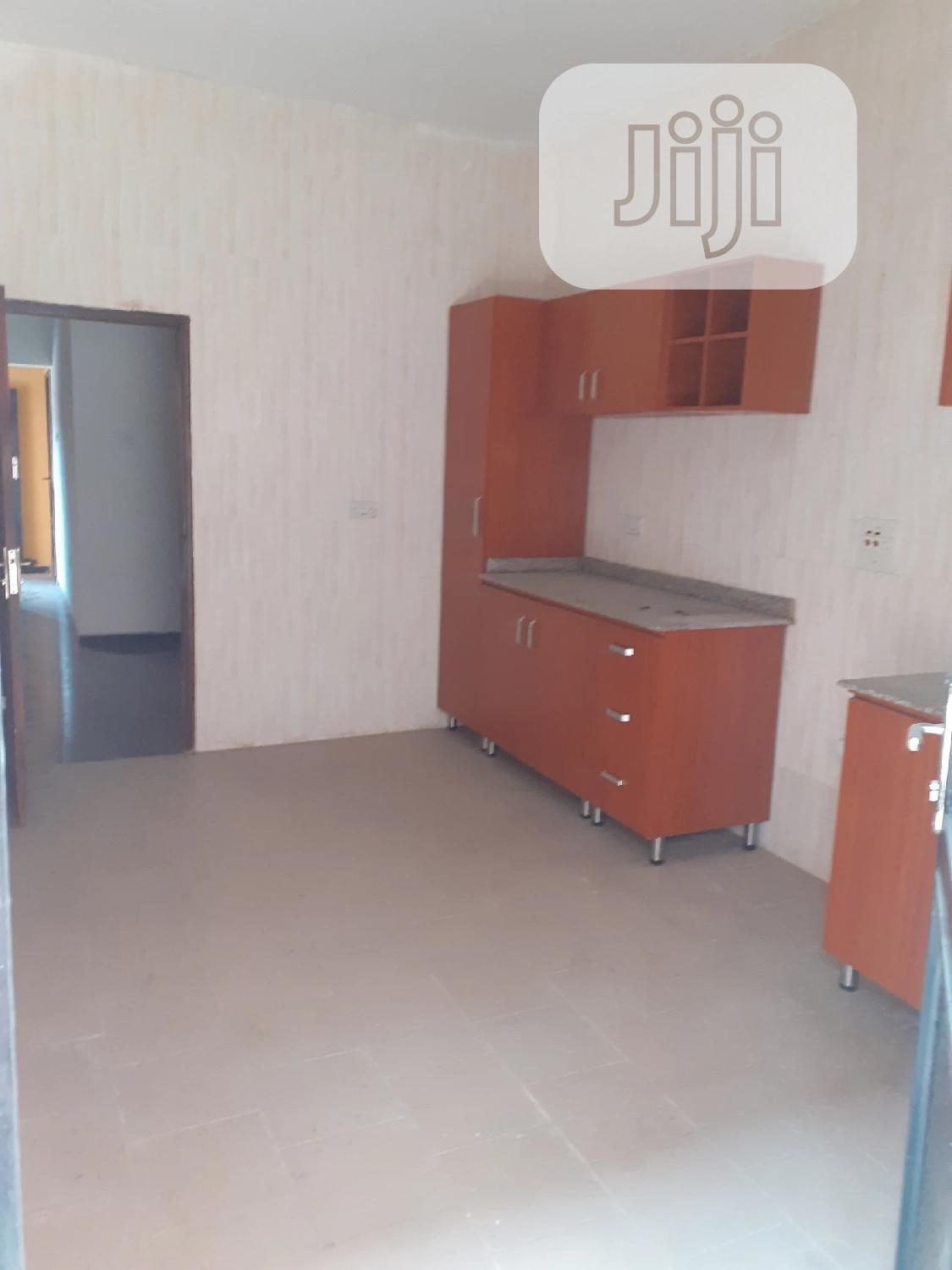 Spacious 3 Bedrooms Flat to Let