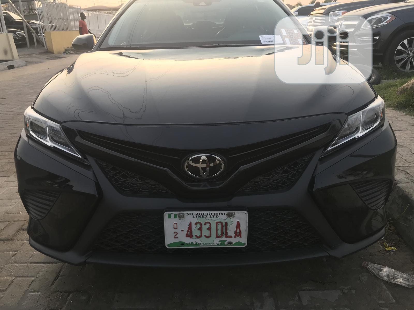 Toyota Camry 2018 SE FWD (2.5L 4cyl 8AM) Black