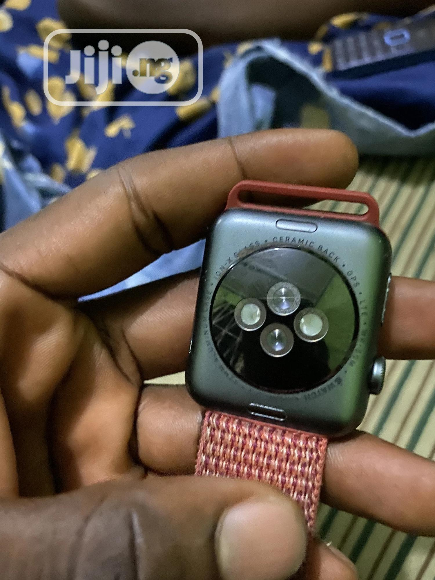 Archive: Apple Watch Series 3 42mm With