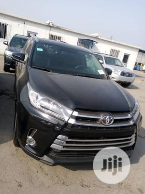 Toyota Highlander 2017 XLE 4x4 V6 (3.5L 6cyl 8A) Black   Cars for sale in Lagos State, Apapa