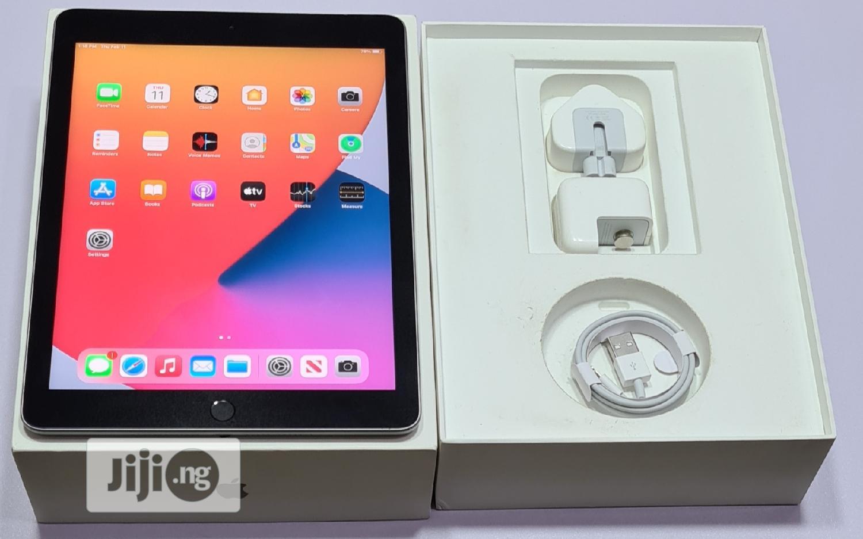 Apple iPad 9.7 32 GB Gray