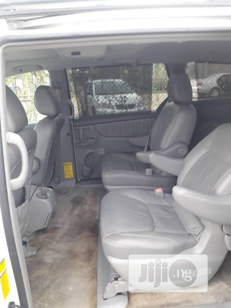 Toyota Sienna 2009 White | Cars for sale in Alimosho, Lagos State, Nigeria