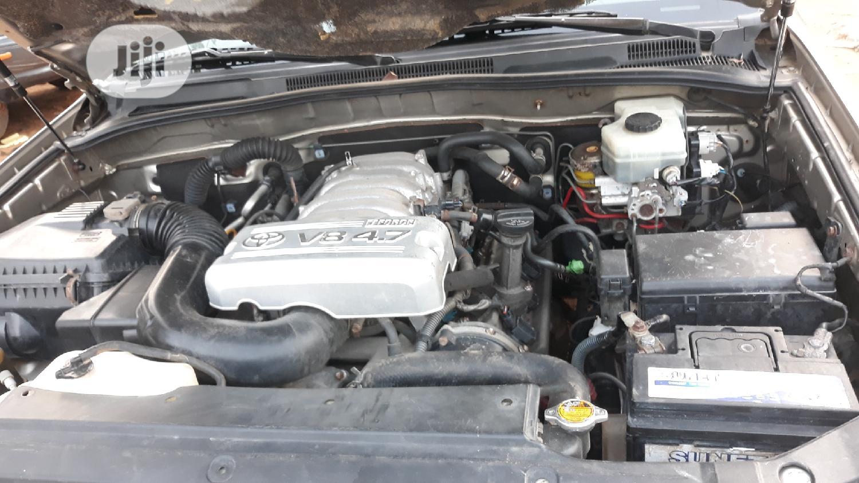 Archive: Toyota 4-Runner 2006 SR5 V8 Gold