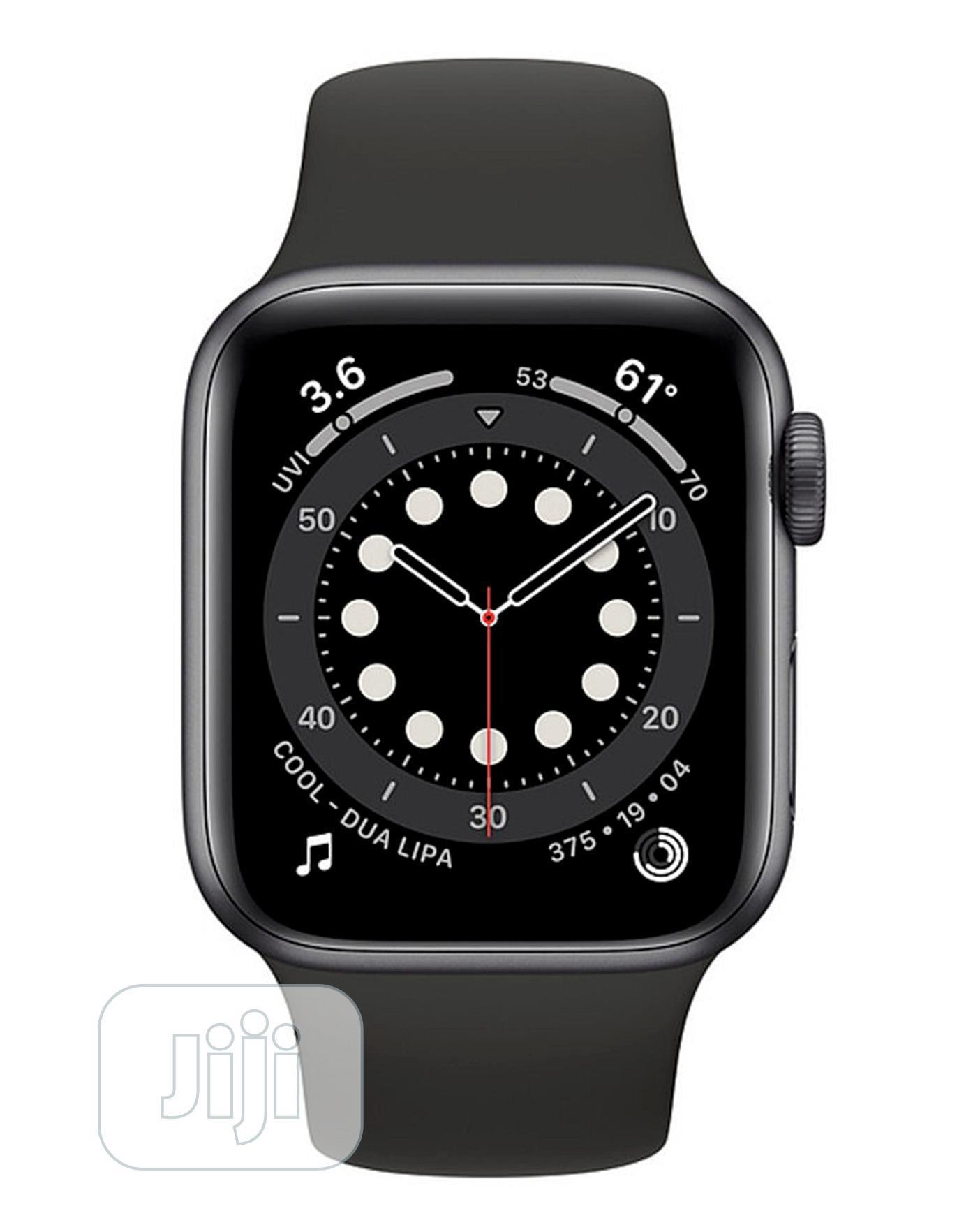 Apple Watch Series 6 (GPS, 40mm) - Space Gray Aluminum Case