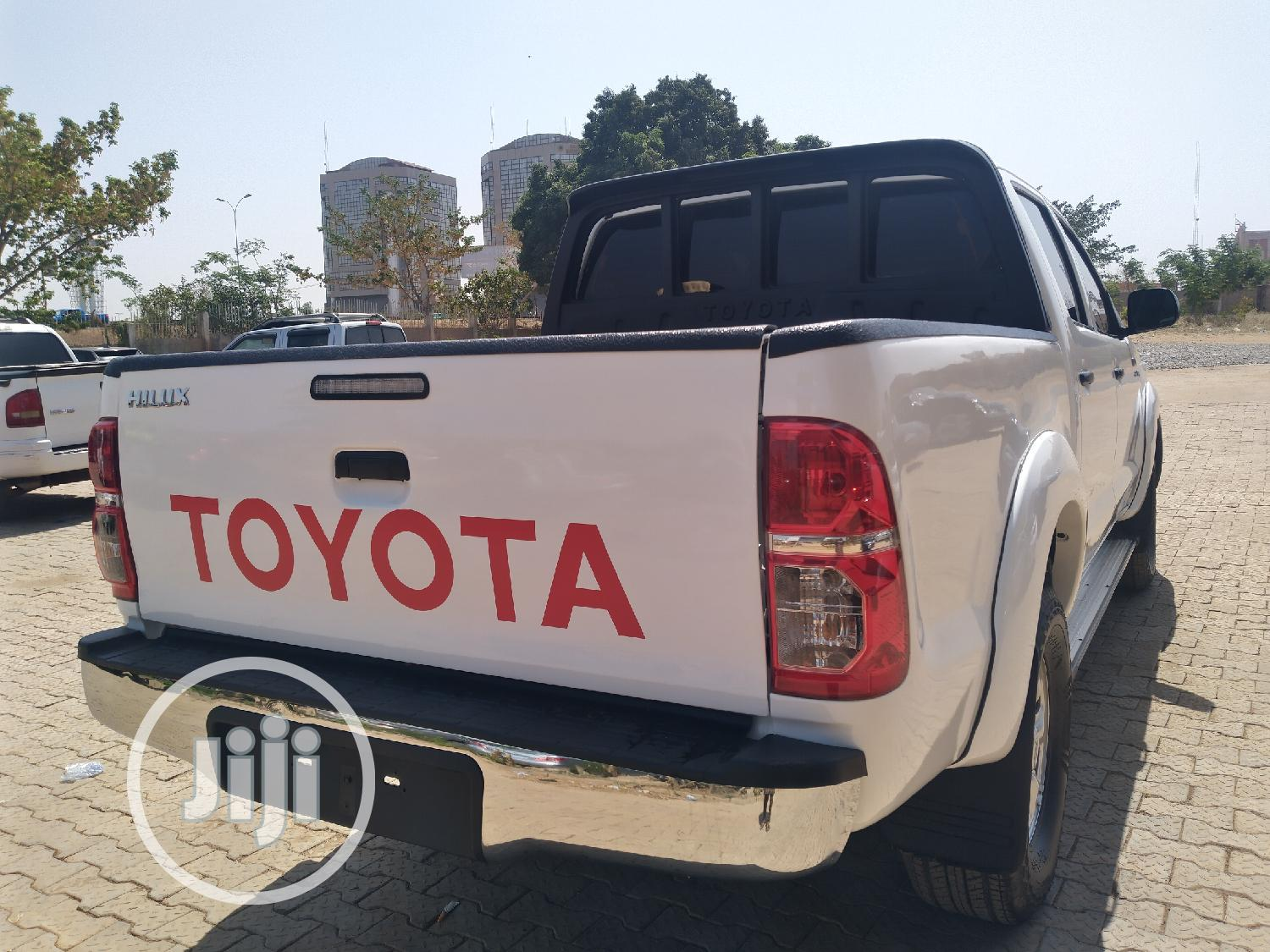 Toyota Hilux 2012 2.0 VVT-i SRX White   Cars for sale in Central Business Dis, Abuja (FCT) State, Nigeria