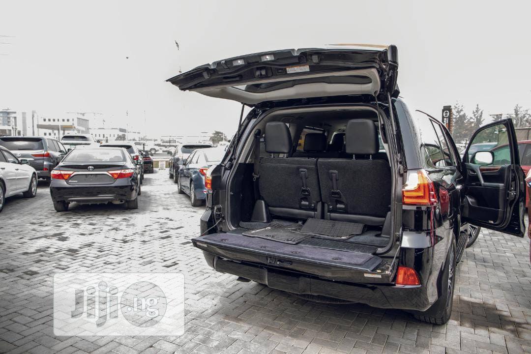 Archive: Lexus LX 2018 570 Three-Row Black