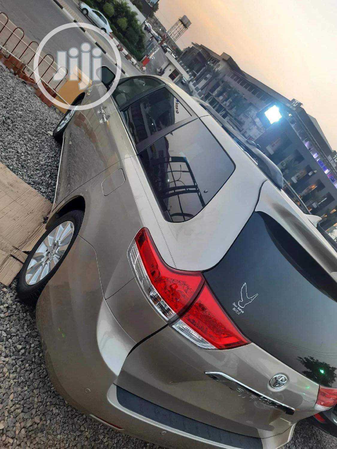 Toyota Sienna 2011 LE 7 Passenger Gold | Cars for sale in Central Business Dis, Abuja (FCT) State, Nigeria