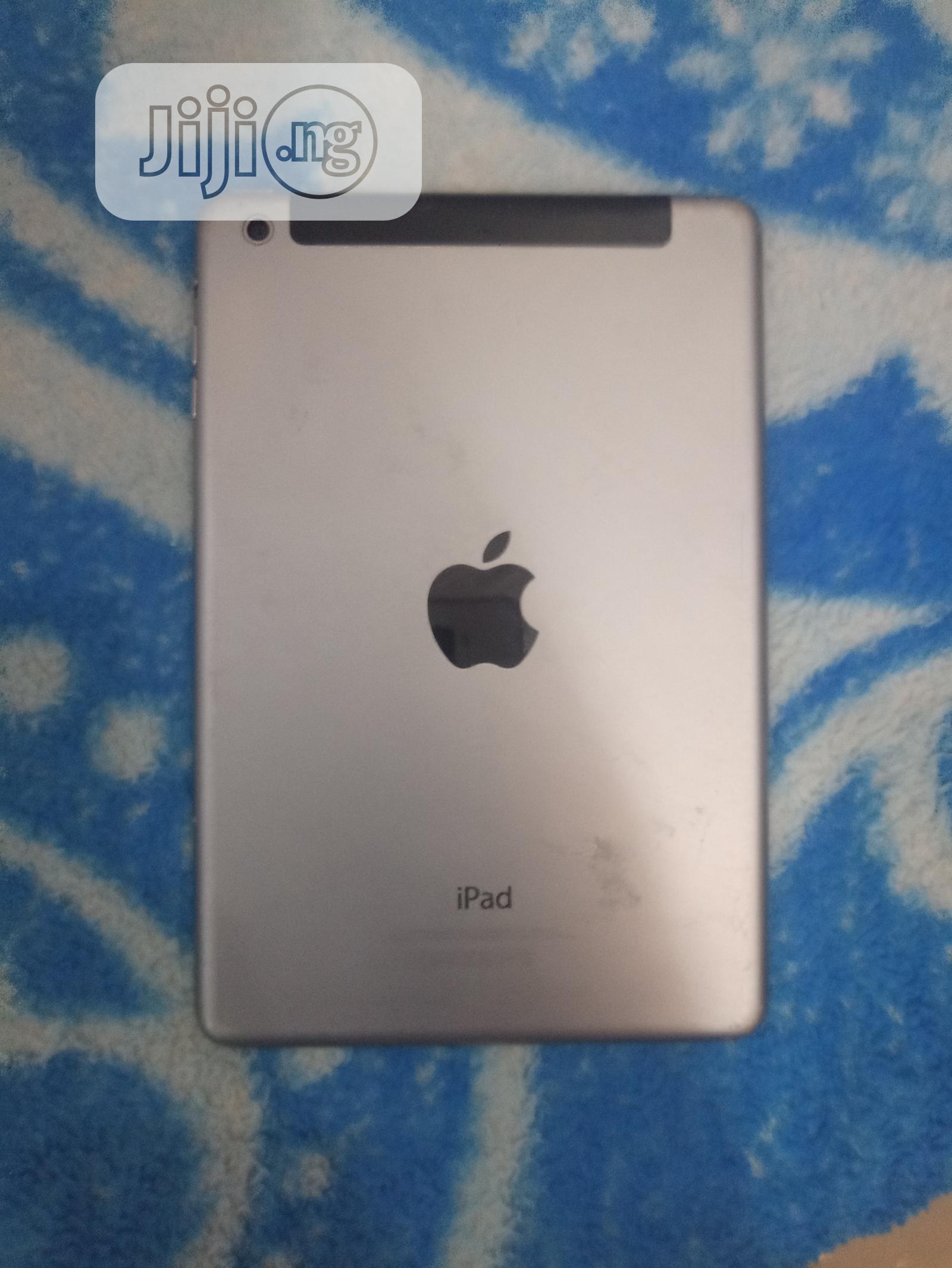Apple iPad Mini Wi-Fi + Cellular 32 GB Silver