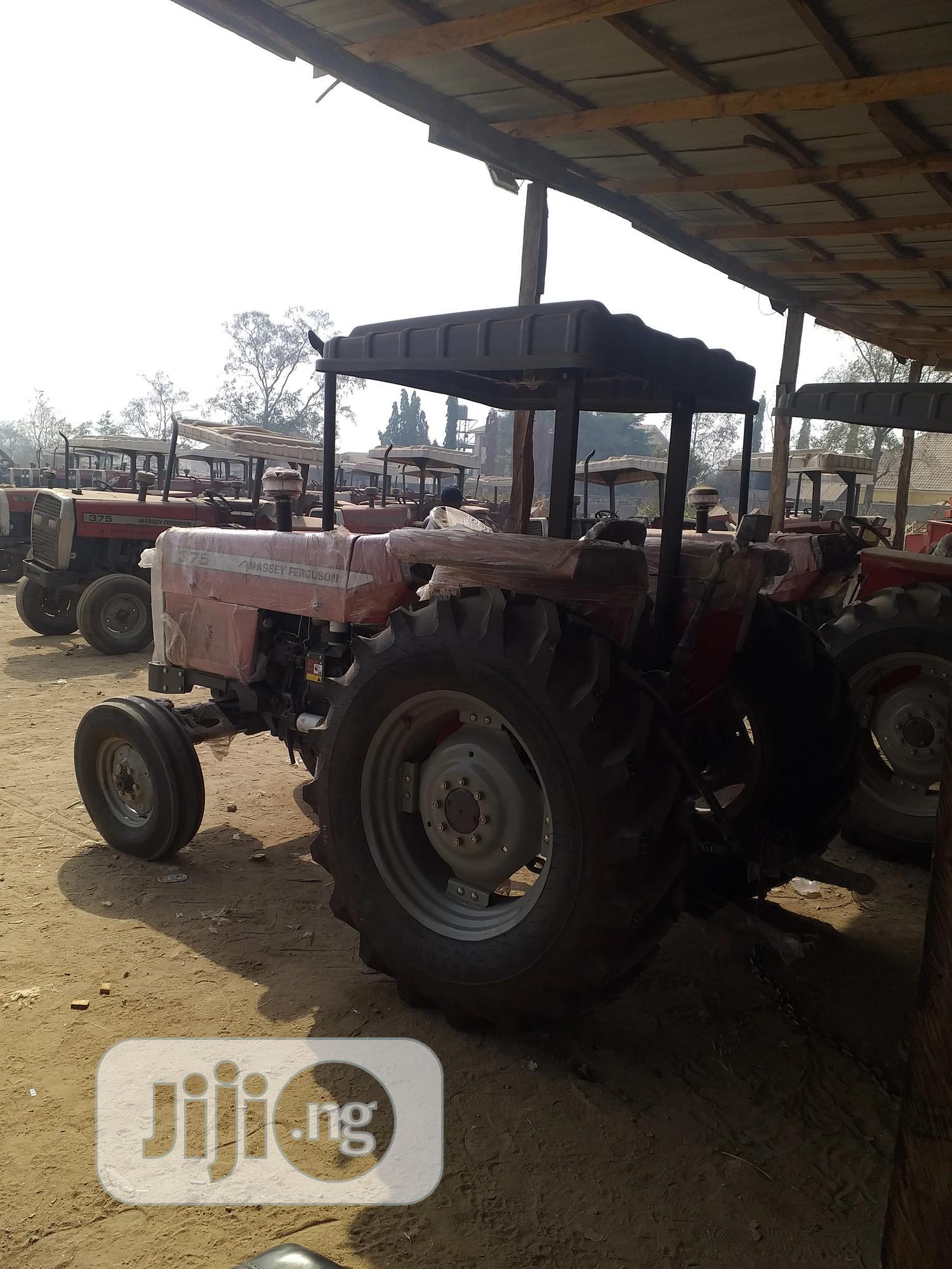 Archive: Tractor (Massey Ferguson), MF 375, 75HP