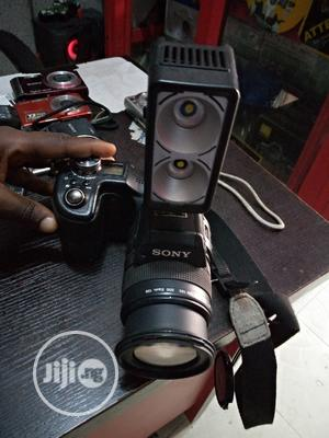 Sony Professional Video Camera With Video Light 8.0megapixel   Photo & Video Cameras for sale in Lagos State, Ikeja
